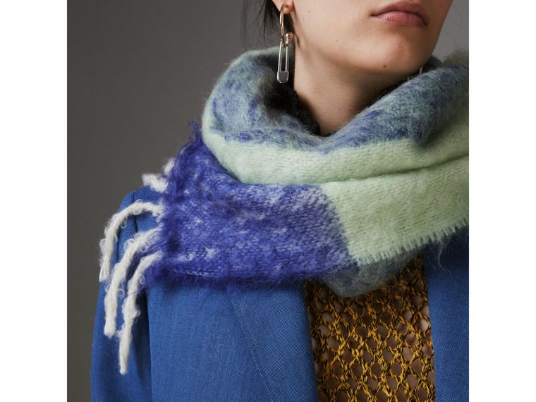 Two-tone Mohair Wool Scarf in Pistachio Green | Burberry - cell image 4