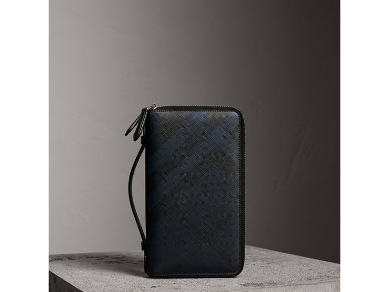 London Check Travel Wallet in Navy/black - Men | Burberry Hong Kong - cell image 4