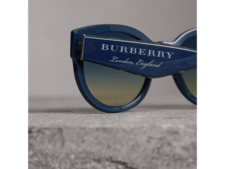 Round Frame Sunglasses in Navy - Women | Burberry Hong Kong - cell image 1