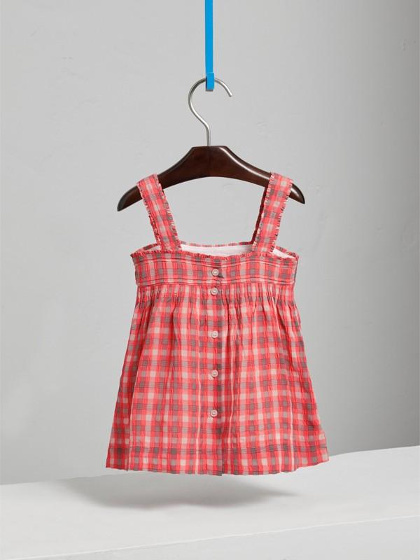 Vestitino in seersucker con motivo tartan (Rosa Corallo Brillante) | Burberry - cell image 3
