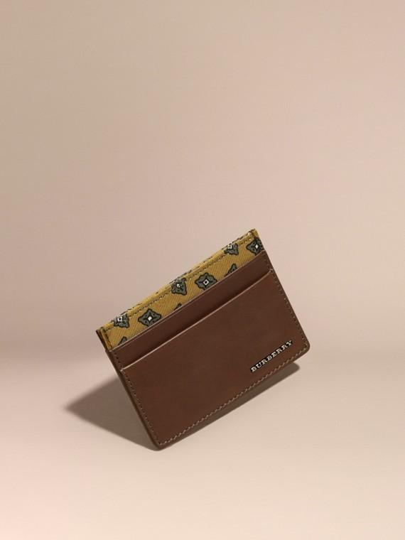Porta carte di credito in pelle con stampa geometrica a riquadri Marrone Seppia