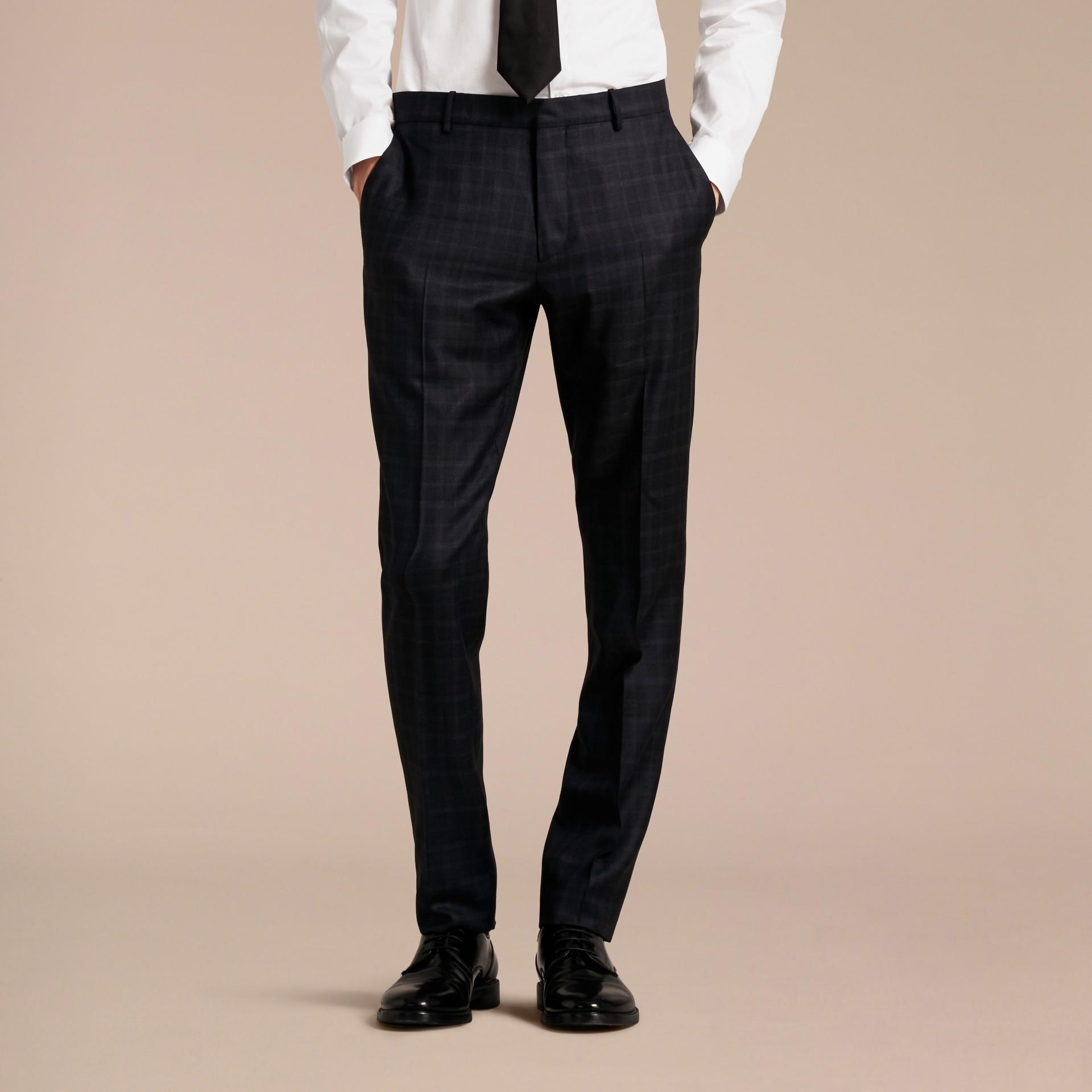 Encre Pantalon en laine de coupe slim à motif check - photo de la galerie 6