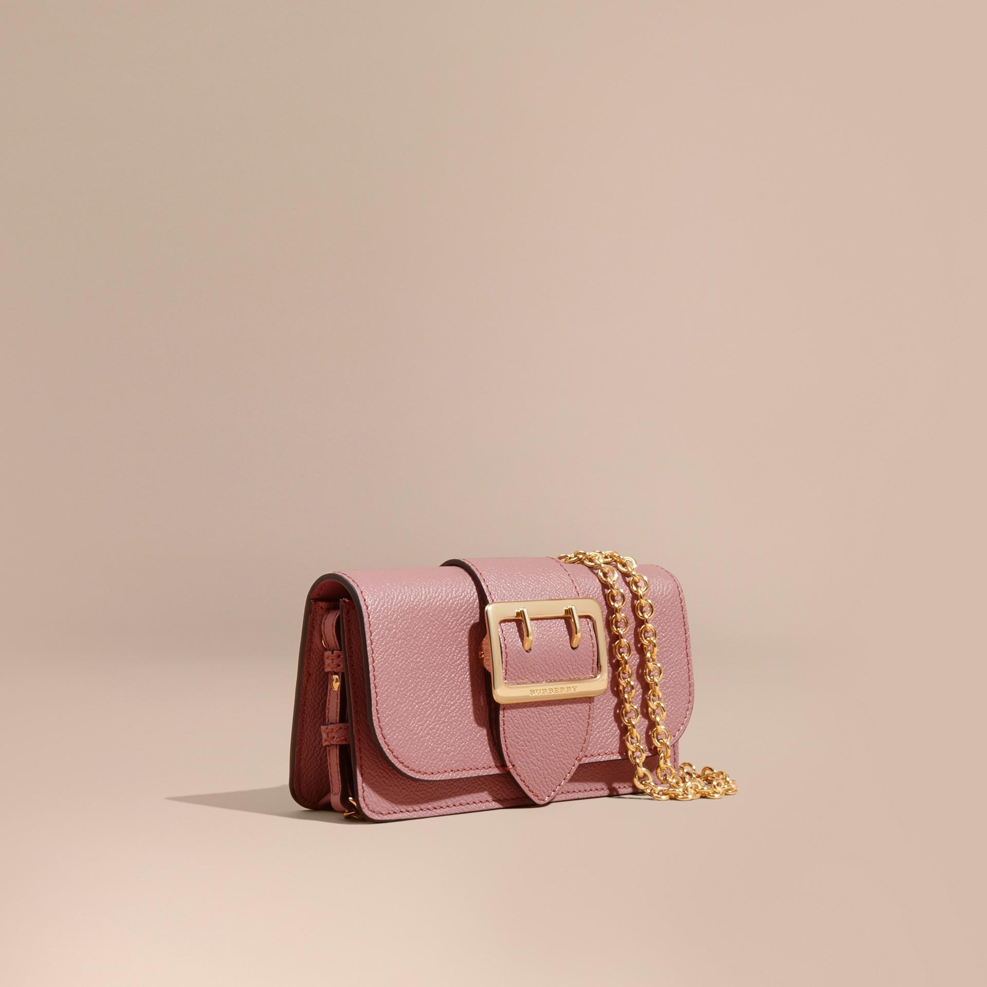 Rosa terroso Bolsa Buckle mini de couro granulado Rosa Terroso - galeria de imagens 1