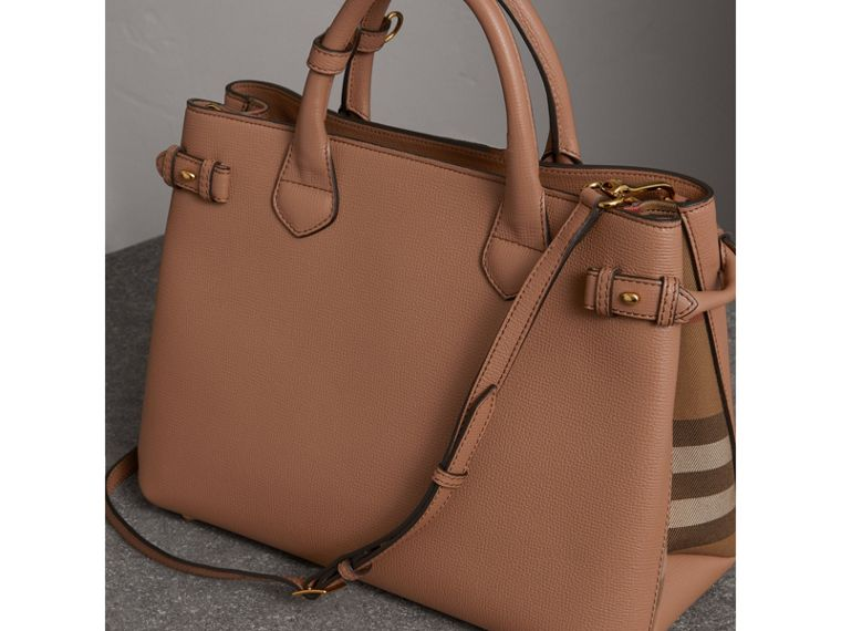 Sac The Banner medium en cuir et coton House check (Sable Foncé) - Femme | Burberry Canada - cell image 4