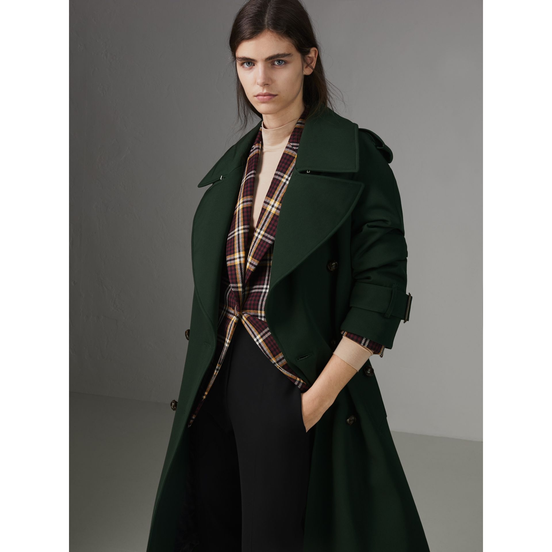 Oversized Lapel Wool Gabardine Trench Coat in Dark Cedar Green - Women | Burberry Australia - gallery image 4