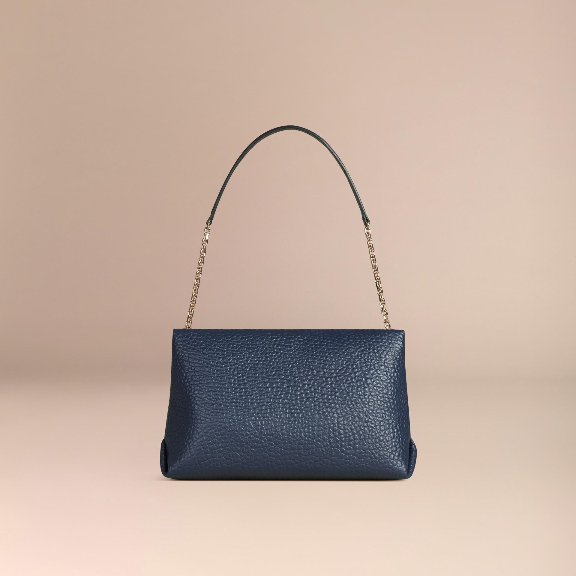 Blu carbonio Borsa a spalla grande in pelle a grana Burberry Blu Carbonio - immagine della galleria 4