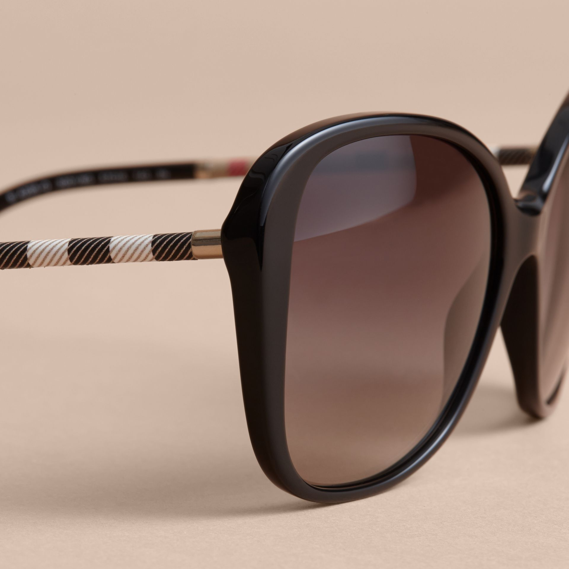 Check Detail Butterfly Frame Sunglasses Black - gallery image 2