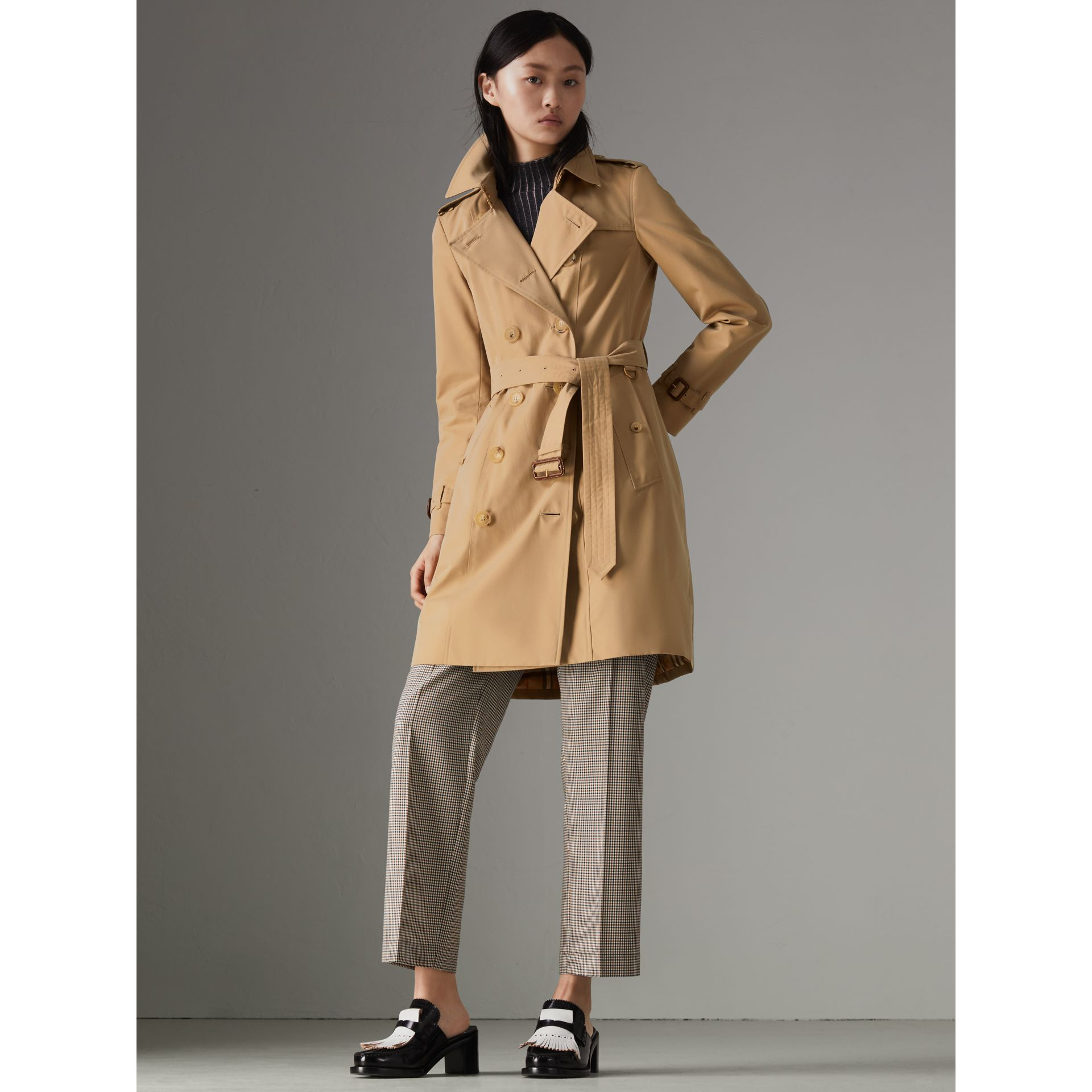 The Chelsea Heritage Trench Coat in Honey - Women | Burberry United States - gallery image 9