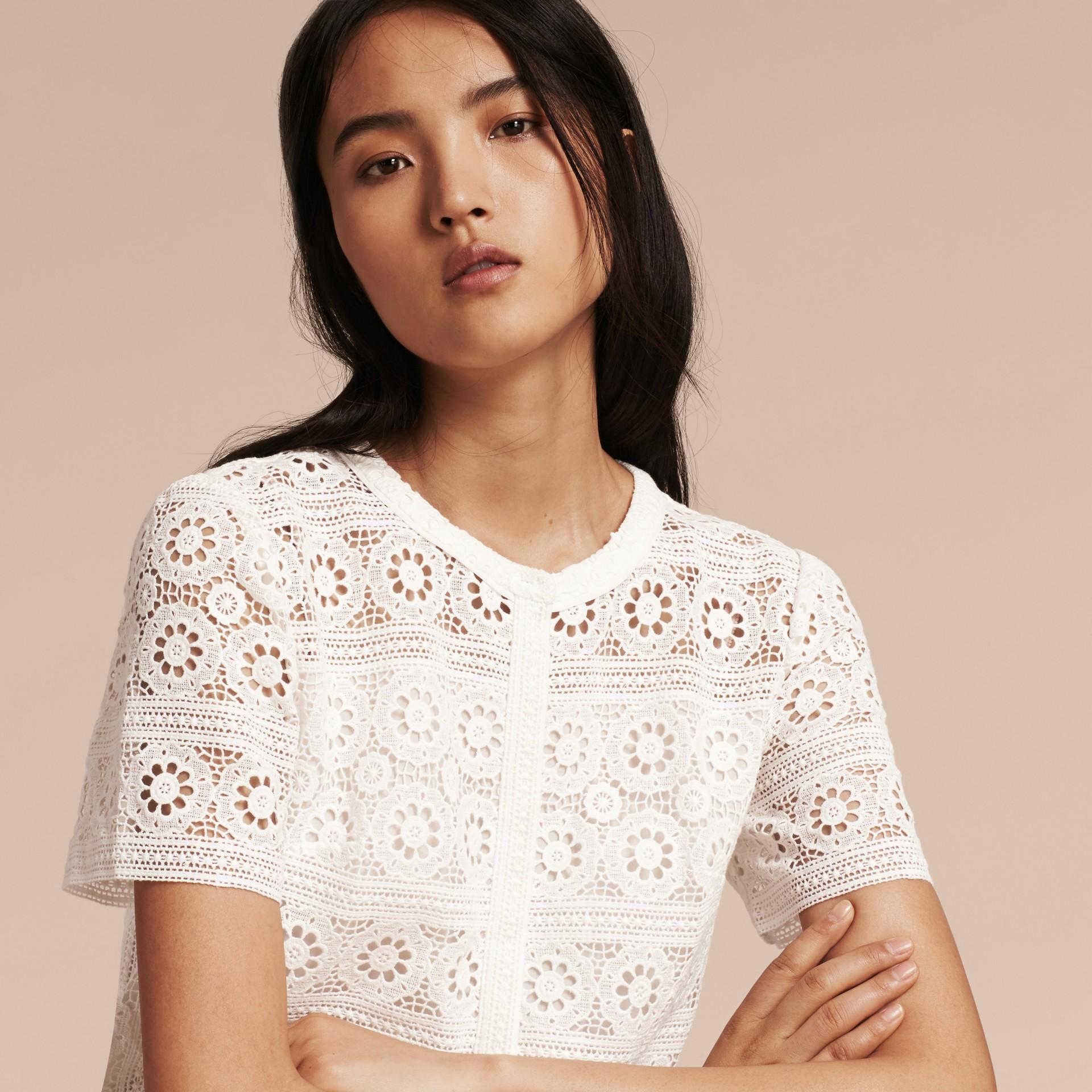 Branco natural Vestido camisa de renda de algodão - galeria de imagens 5