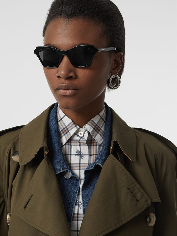 Butterfly Frame Sunglasses in Black - Women | Burberry United Kingdom - cell image 2