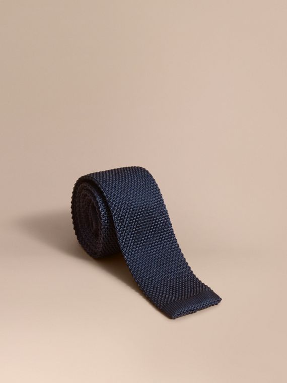 Slim Cut Knitted Silk Tie in Navy
