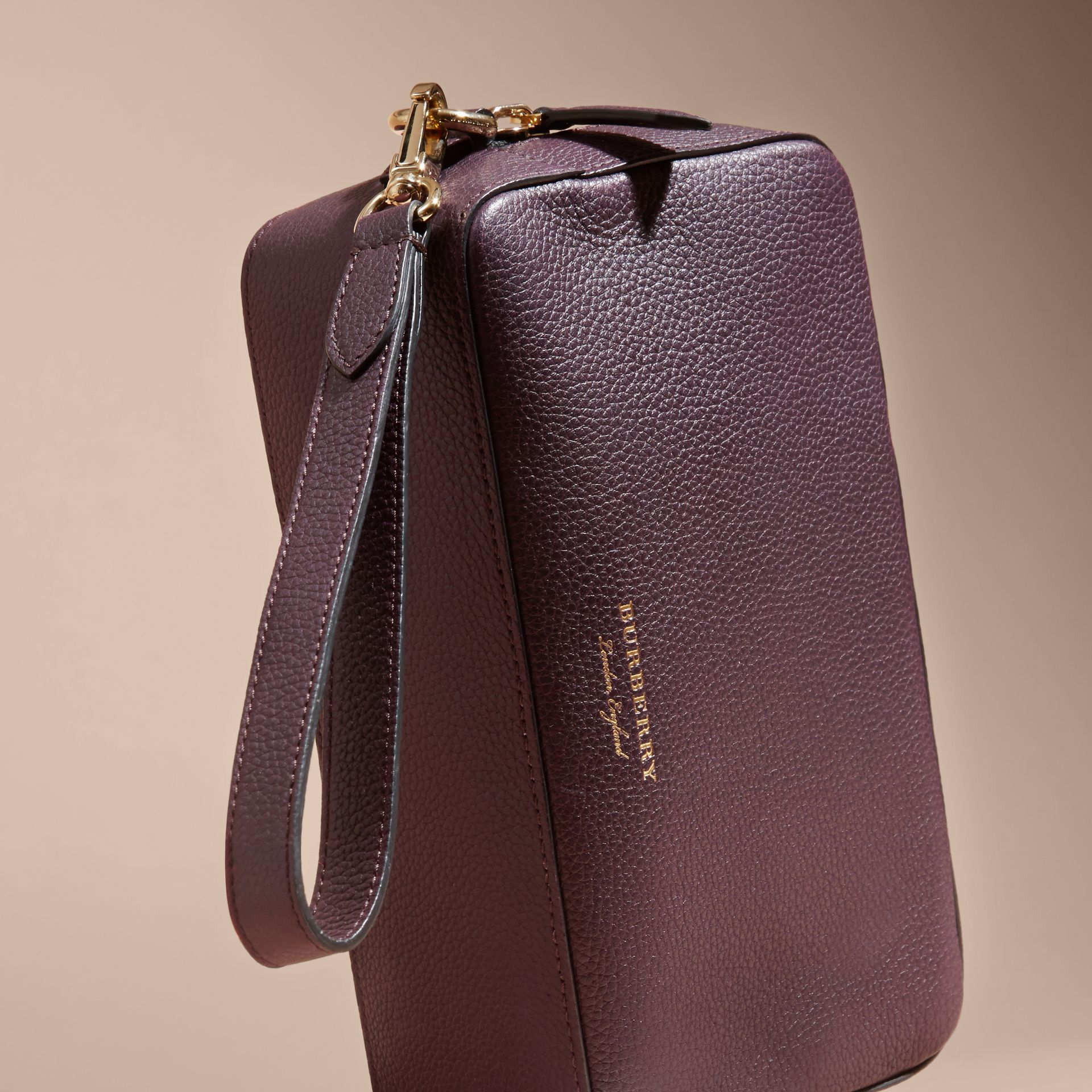 Dark amethyst Grainy Leather Washbag - gallery image 3