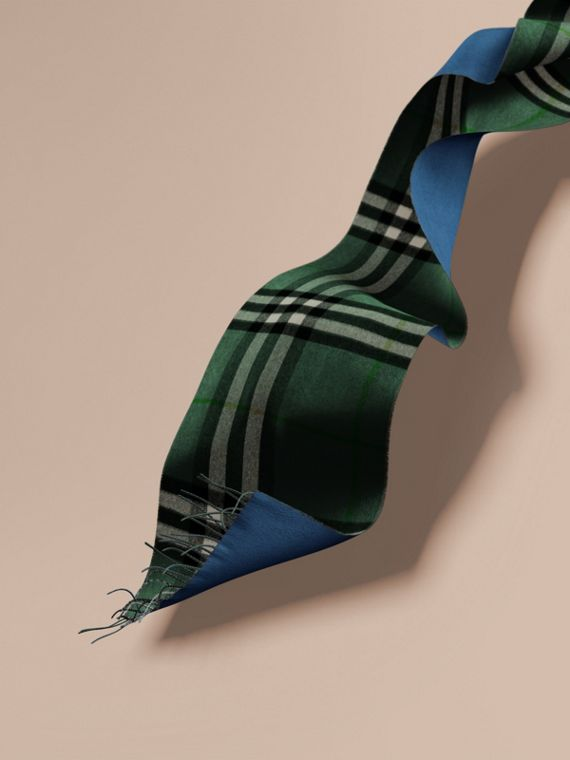 Reversible Check Cashmere and Block-colour Scarf Dark Forest Green/marine Blue