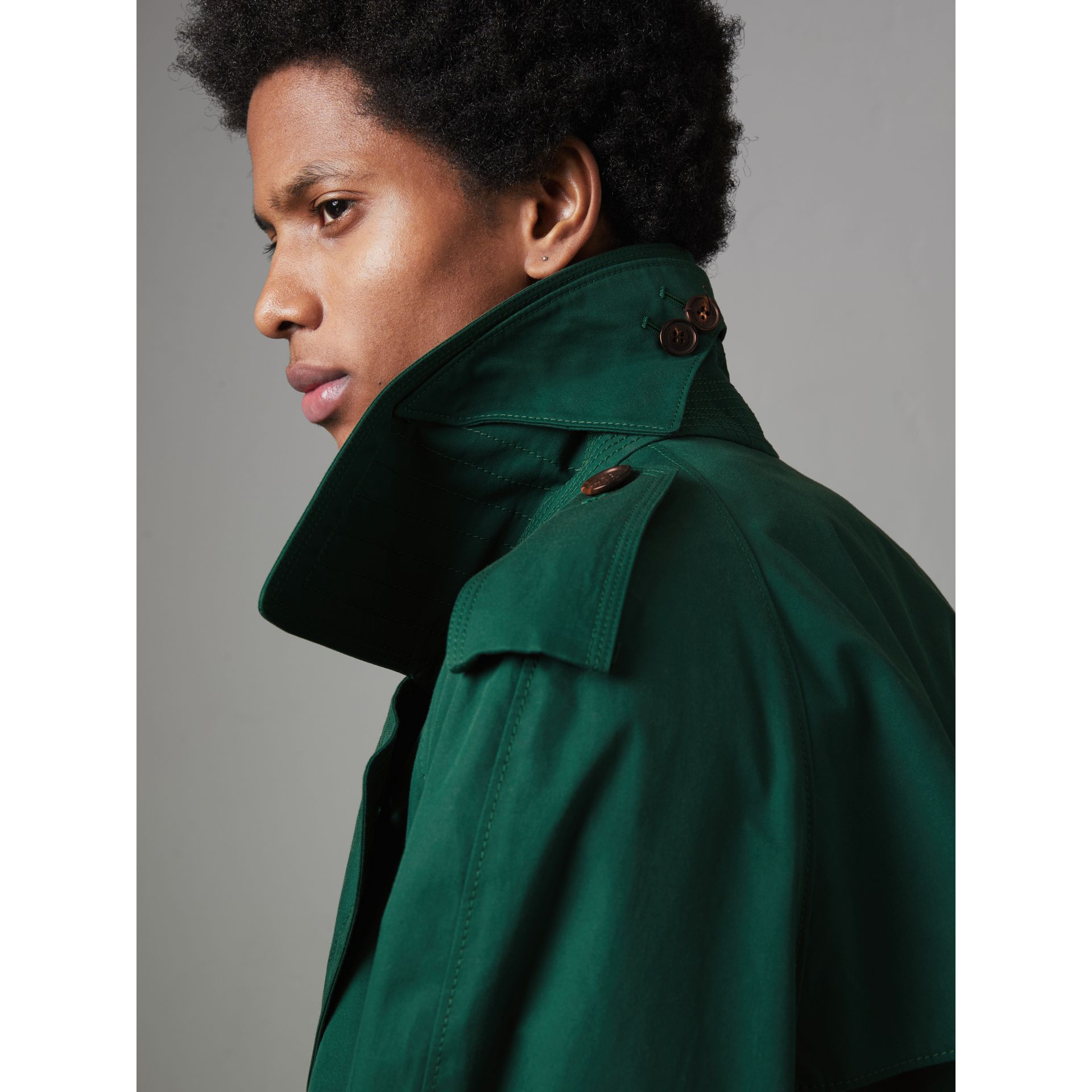 Gun-flap Detail Cotton Gabardine Trench Coat in Deep Veridian Green - Men | Burberry United Kingdom - gallery image 4