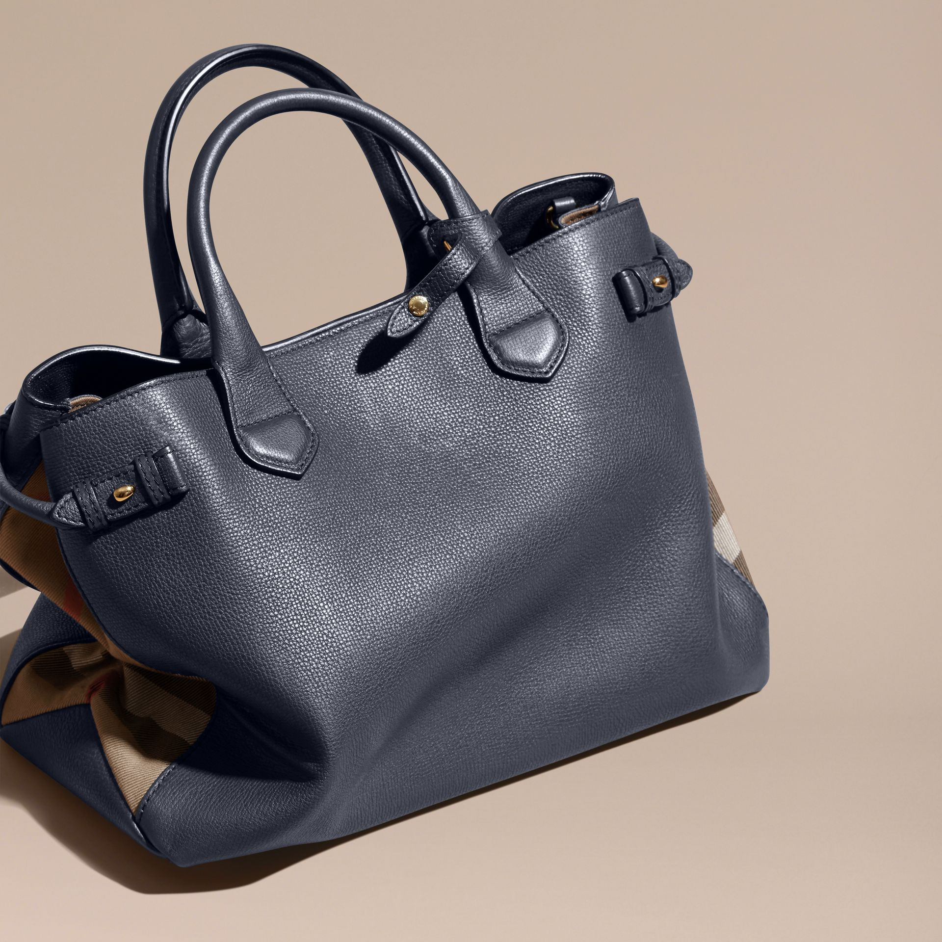 Sac The Banner medium en cuir et coton House check - Femme | Burberry - photo de la galerie 5
