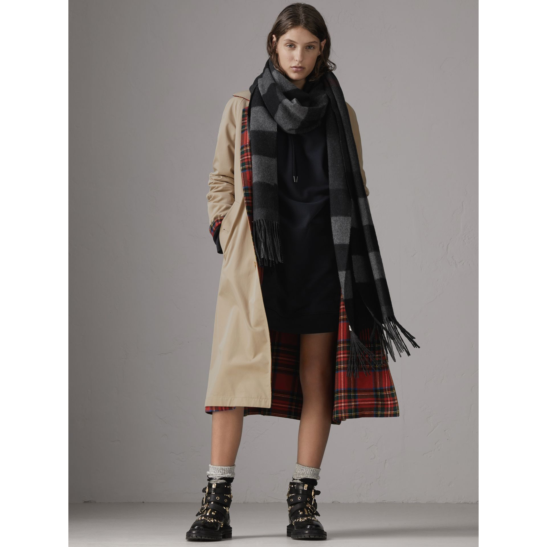 Oversize Check Cashmere Scarf in Charcoal | Burberry - gallery image 3