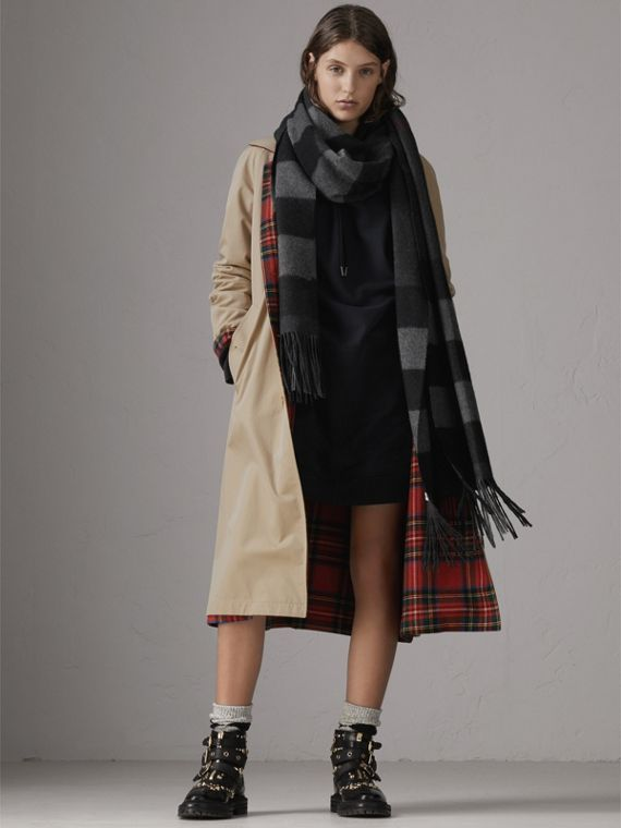 Oversize Check Cashmere Scarf in Charcoal | Burberry Canada - cell image 2