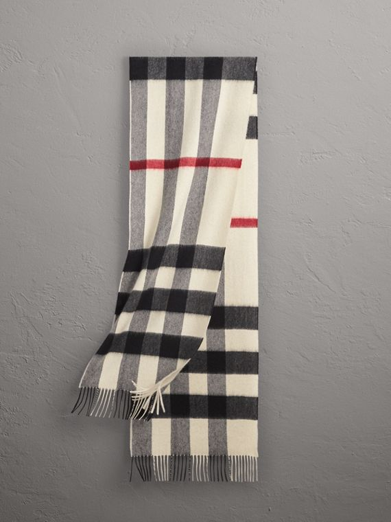 The Large Classic Cashmere Scarf in Check in White