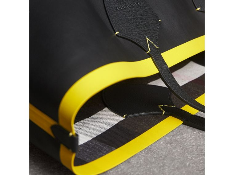 The Giant Reversible Tote in Canvas Check and Leather in Black/neon Yellow | Burberry United Kingdom - cell image 1