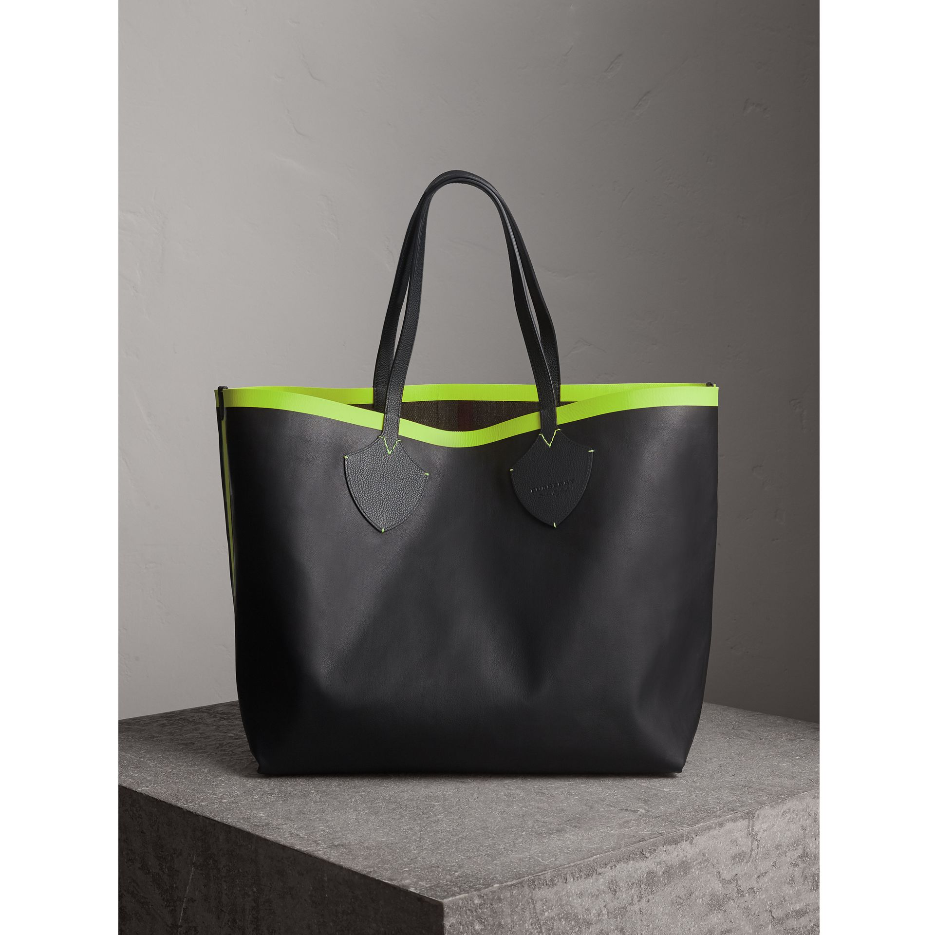 The Giant Reversible Tote in Canvas Check and Leather in Black/neon Yellow | Burberry - gallery image 9
