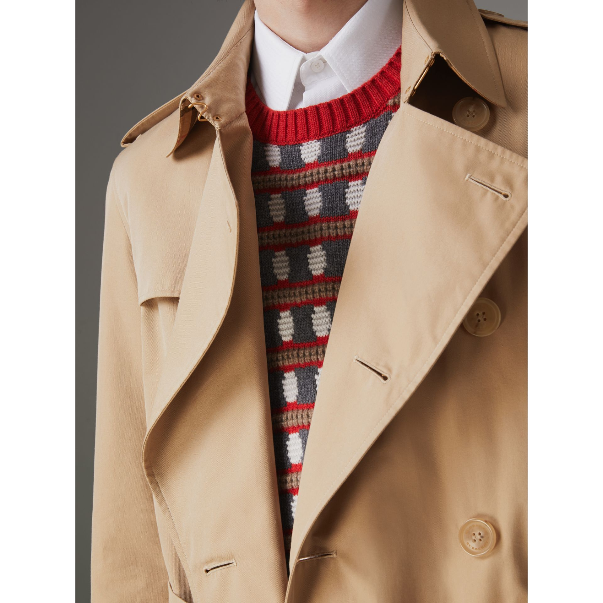 The Long Chelsea Heritage Trench Coat in Honey - Men | Burberry - gallery image 7