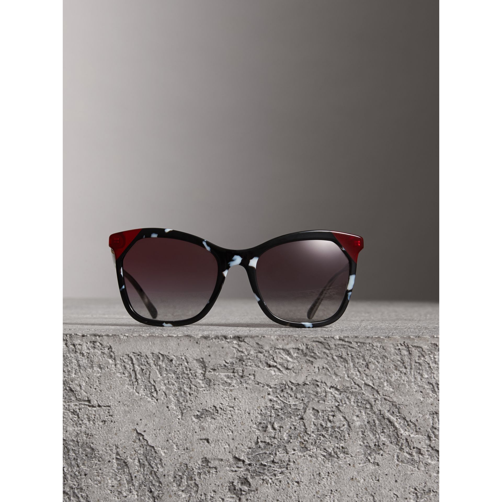 Tortoiseshell Square Frame Sunglasses in Dark Grey - Women | Burberry United Kingdom - gallery image 2