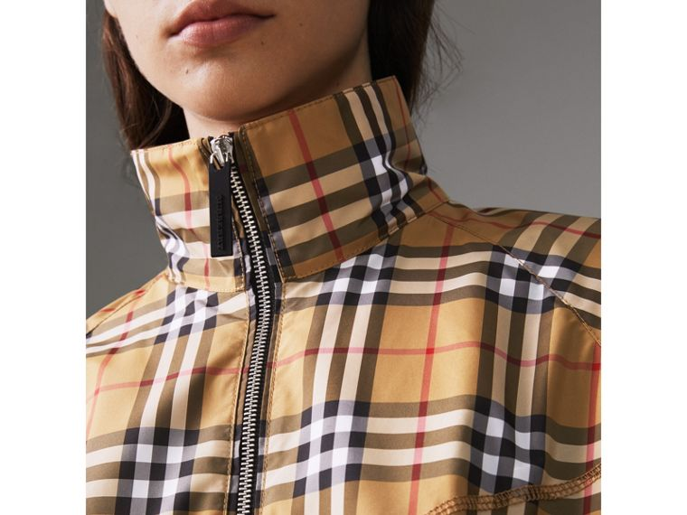 Chaqueta tipo Harrington a cuadros Vintage Checks con costuras decorativas (Amarillo Envejecido) - Mujer | Burberry - cell image 1