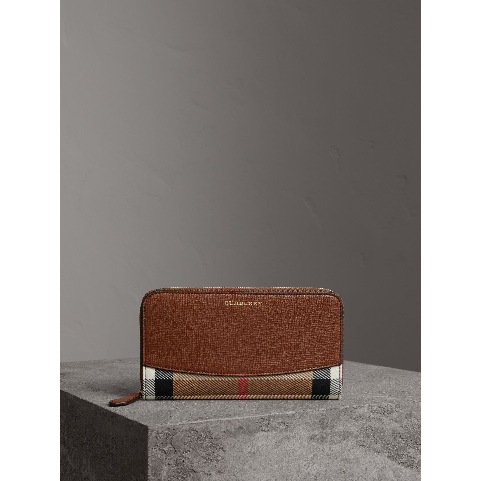House Check and Leather Ziparound Wallet in Brown Ochre - Women | Burberry Hong Kong - gallery image 4