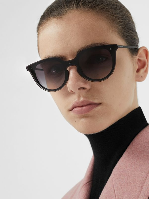 Keyhole Round Frame Shield Sunglasses in Black - Women | Burberry - cell image 2