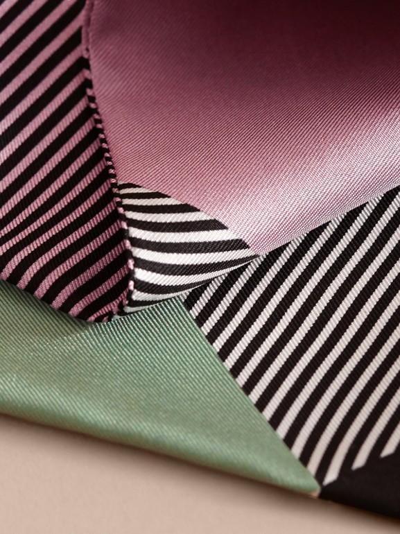 Echarpe slim de seda com estampa listrada e colour block (Lilás Claro) - Mulheres | Burberry - cell image 1