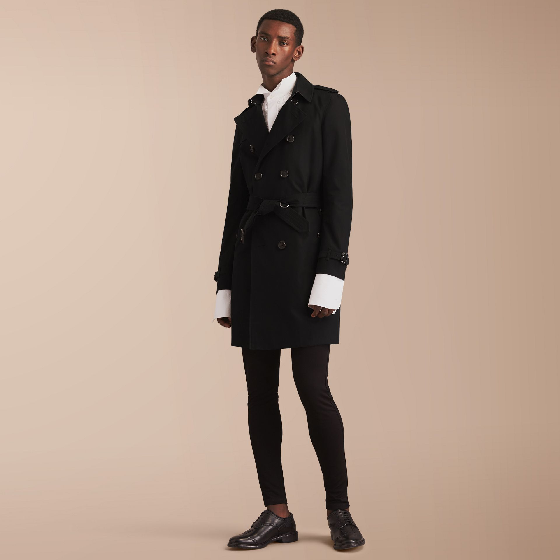 The Chelsea – Long Heritage Trench Coat in Black - Men | Burberry - gallery image 8