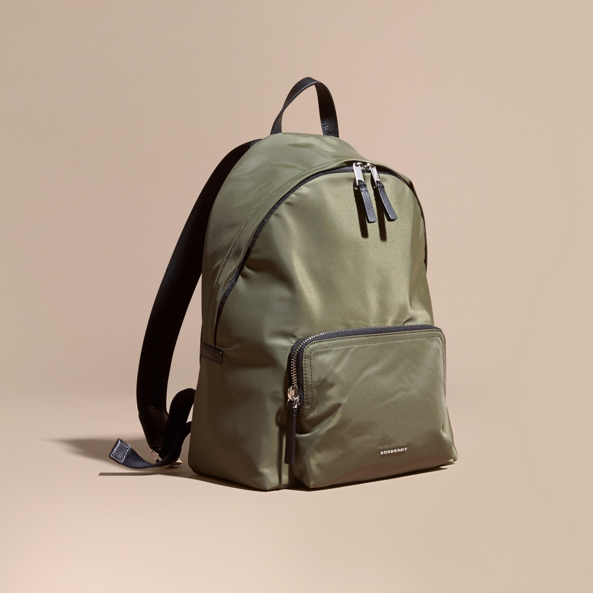 Verde tela Zaino in nylon con finiture in pelle Verde Tela - immagine della galleria 1