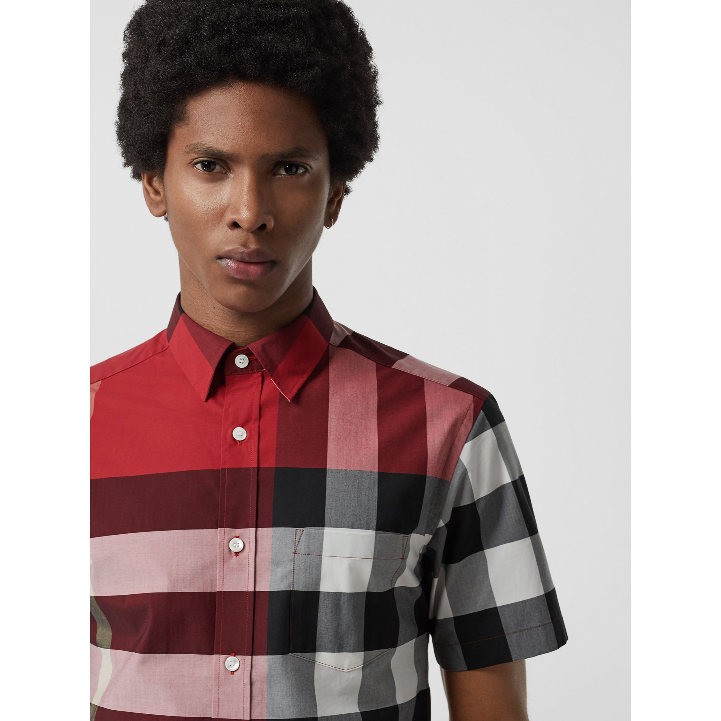 Short-sleeve Check Stretch Cotton Shirt in Parade Red - Men | Burberry - 2