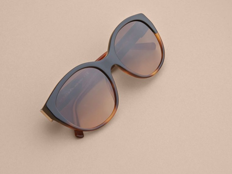 Buckle Detail Round Frame Sunglasses in Tortoise Amber - Women | Burberry - cell image 4