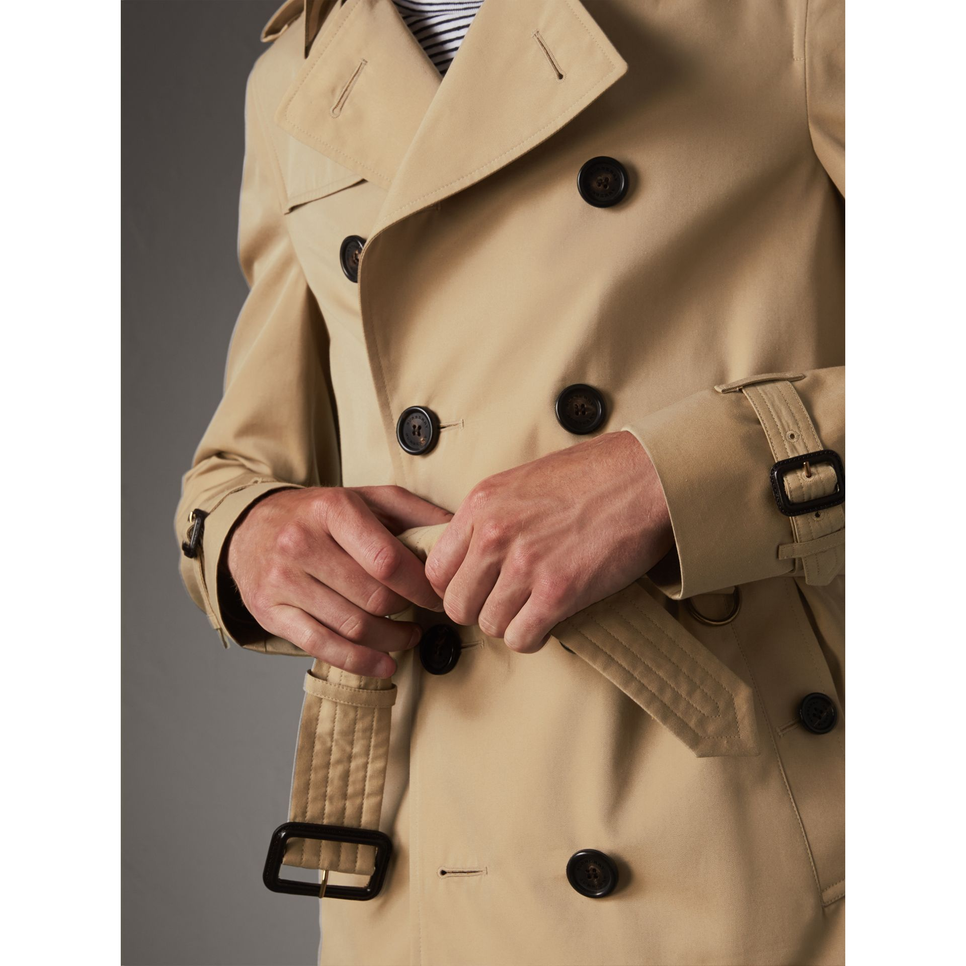 The Chelsea – Short Heritage Trench Coat in Honey - Men | Burberry Australia - gallery image 5