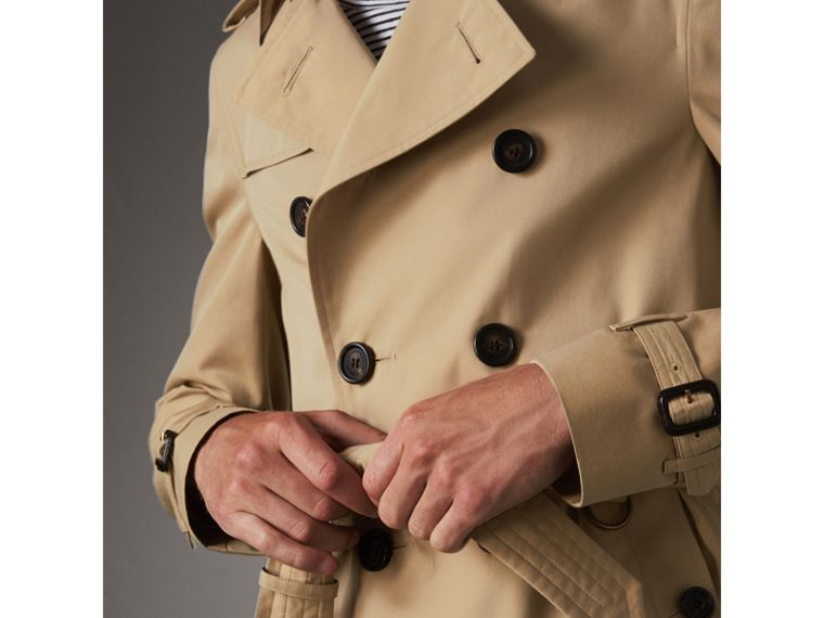 The Chelsea – Short Heritage Trench Coat in Honey - Men | Burberry Australia - cell image 4