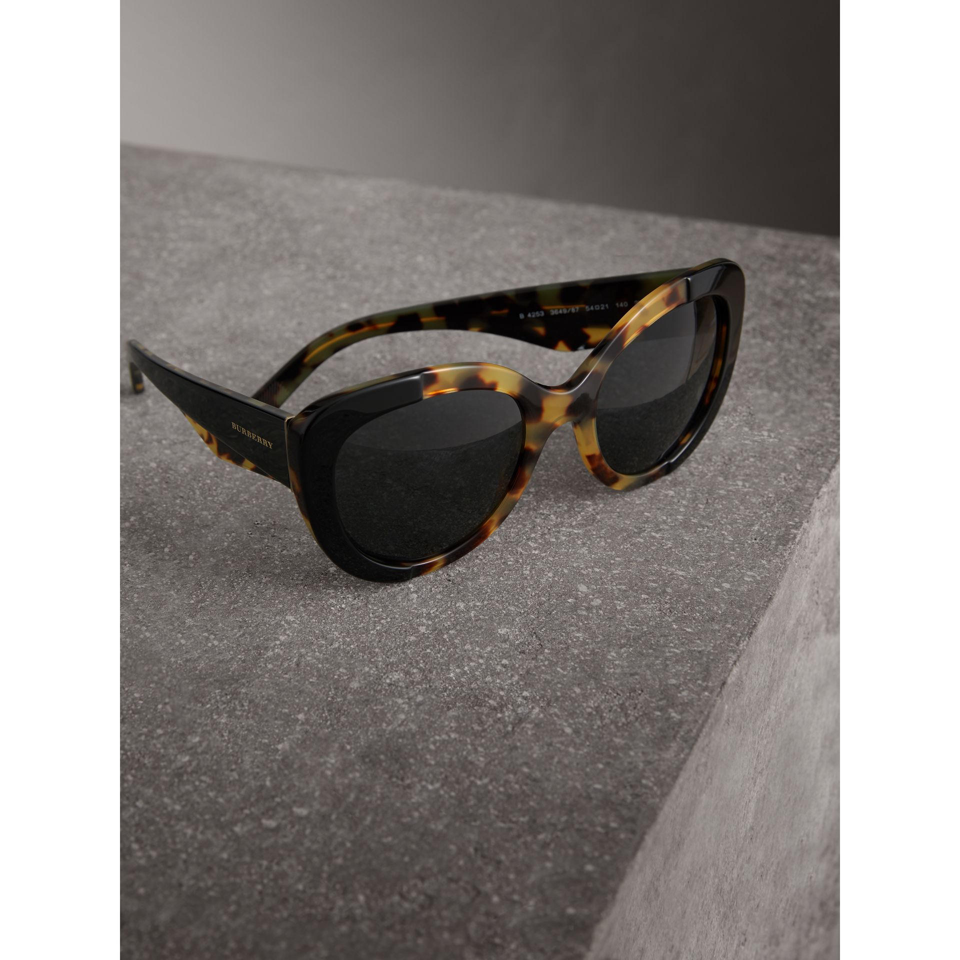 Round Frame Sunglasses in Black - Women | Burberry United States - gallery image 2