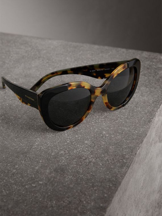 Round Frame Sunglasses in Black - Women | Burberry United States - cell image 2