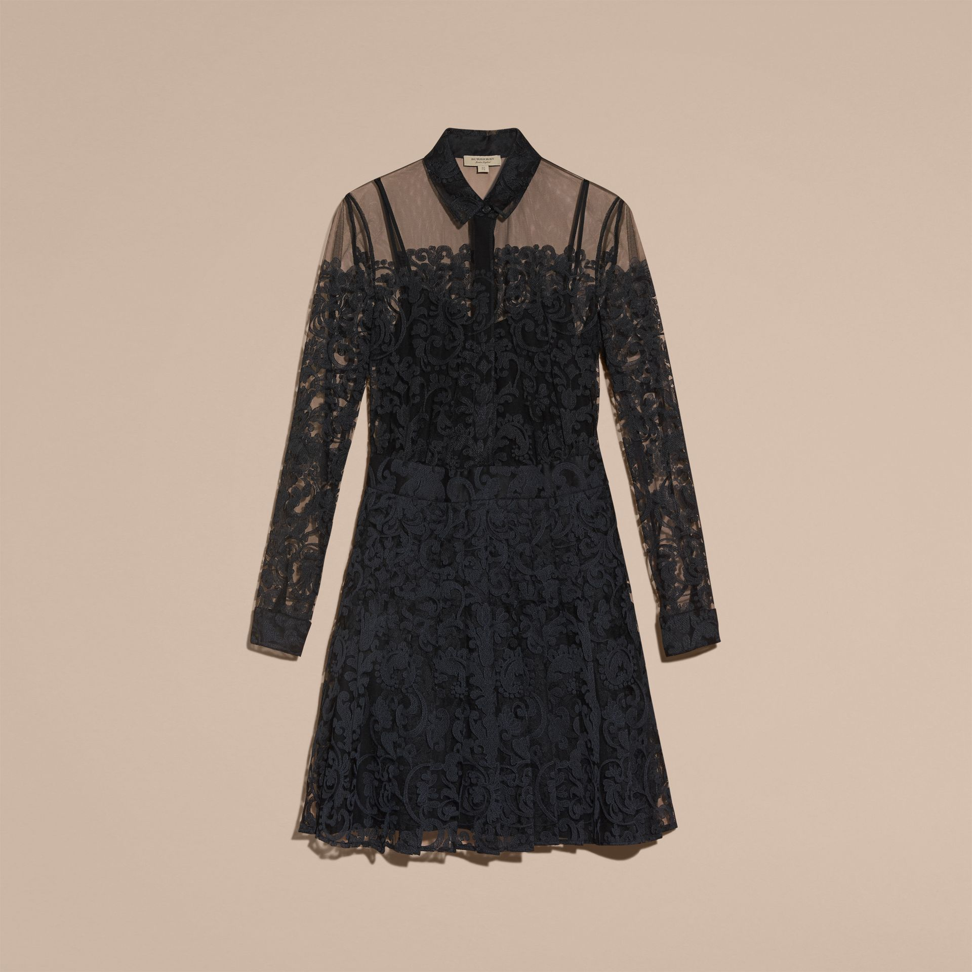 Noir Robe chemise en dentelle - photo de la galerie 4