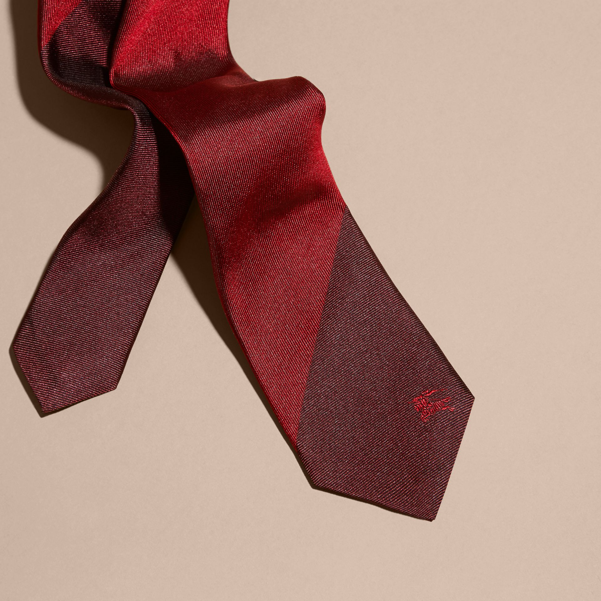 Parade red Slim Cut Striped Jacquard Silk Tie - gallery image 2