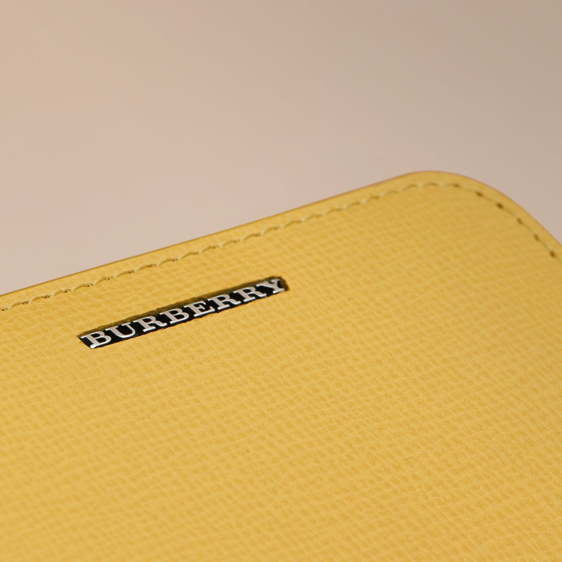 London Leather Ziparound Coin Case in Bright Citrus | Burberry Canada - gallery image 4