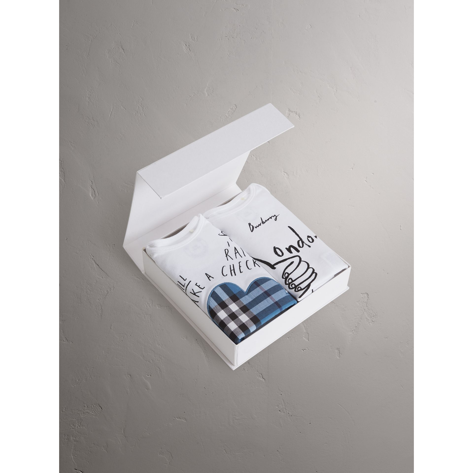 Baby Gift Set London : London motif cotton two piece baby gift set in white