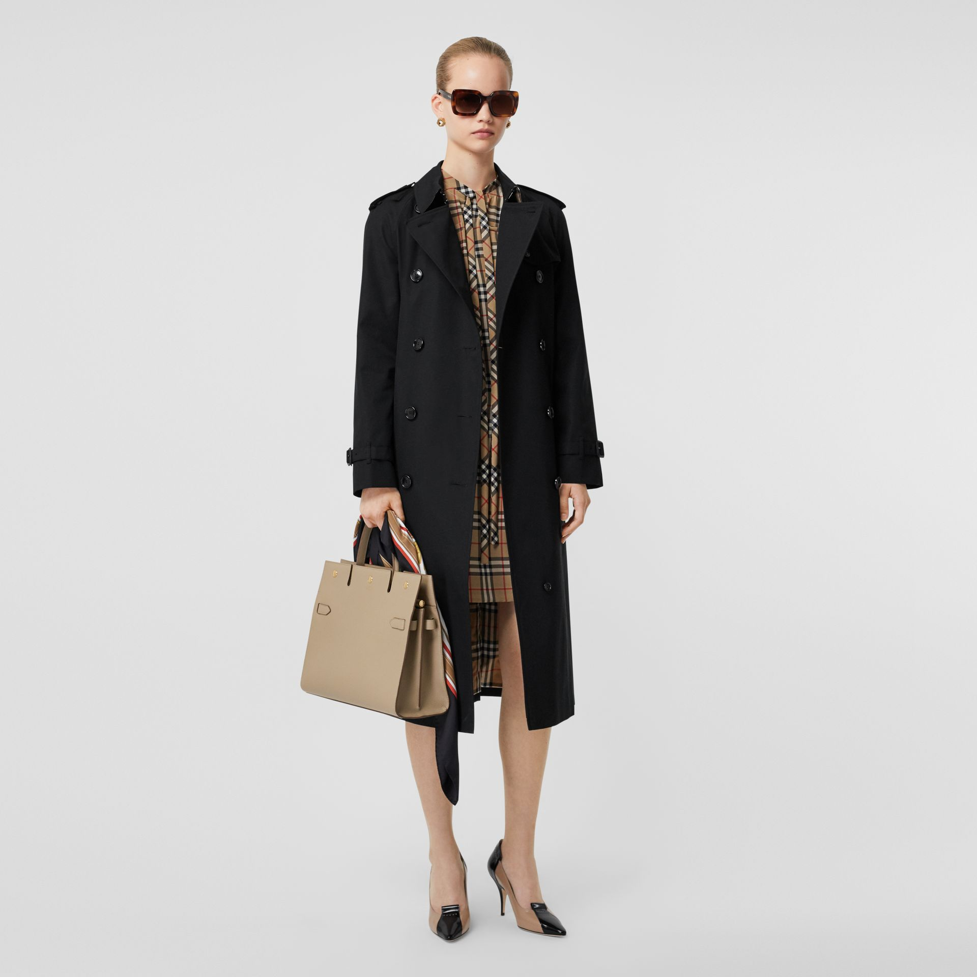 The Long Waterloo Heritage Trench Coat in Black - Women | Burberry United States - gallery image 0