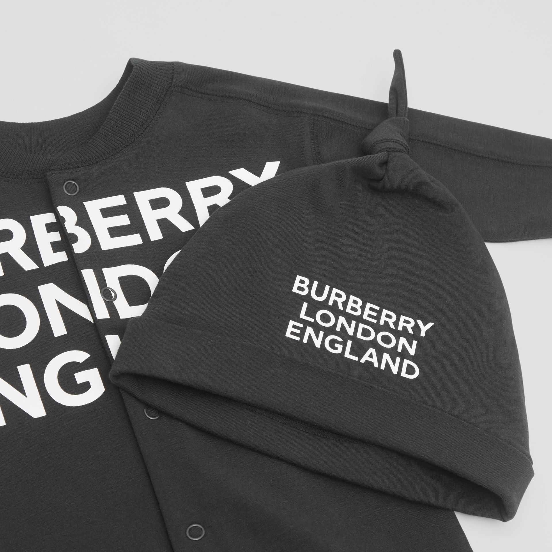 Logo Print Organic Cotton Two-piece Baby Gift Set in Black - Children | Burberry United Kingdom - gallery image 1