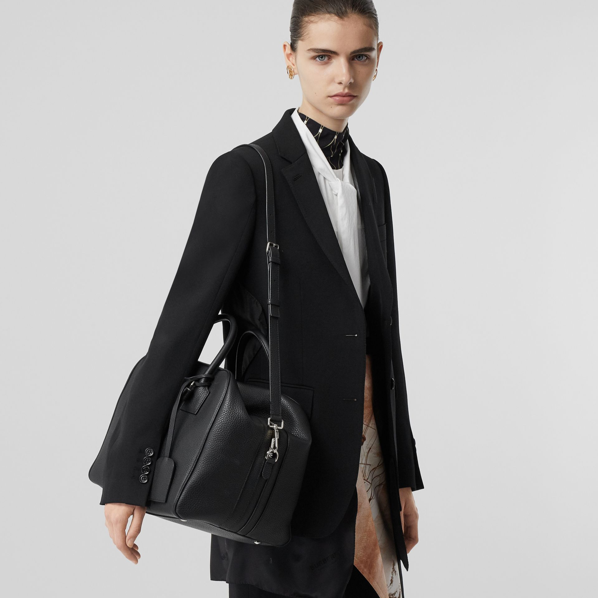 Medium Leather Cube Bag in Black - Women | Burberry United Kingdom - gallery image 2