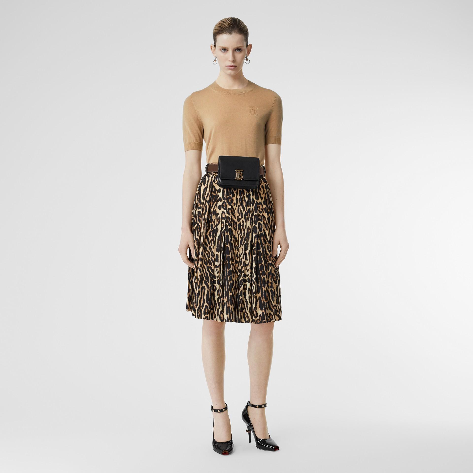 Blusa de cashmere com monograma (Bege Clássico) - Mulheres | Burberry - galeria de imagens 0