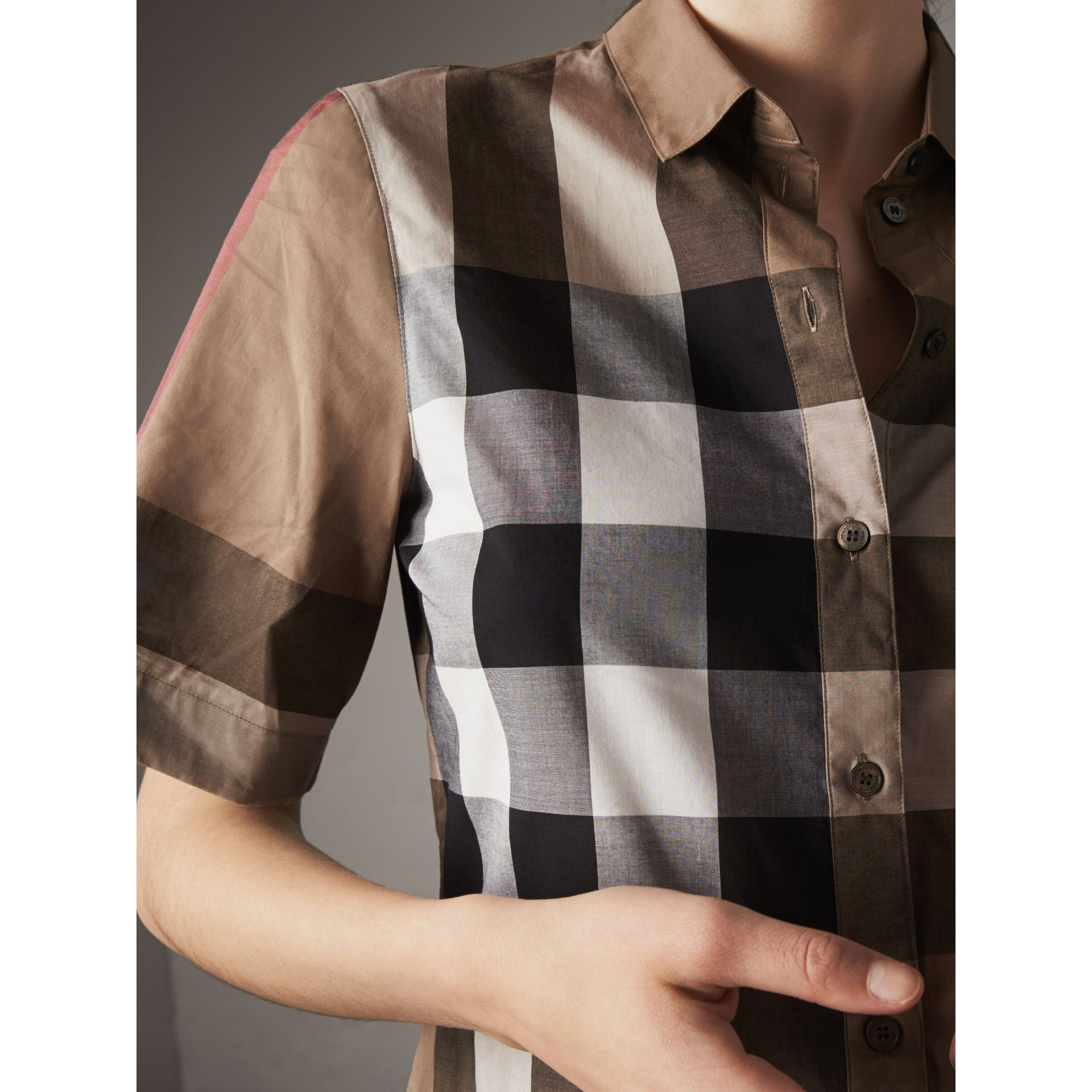 Short-sleeved Check Cotton Shirt in Taupe Brown - Women | Burberry - gallery image 4