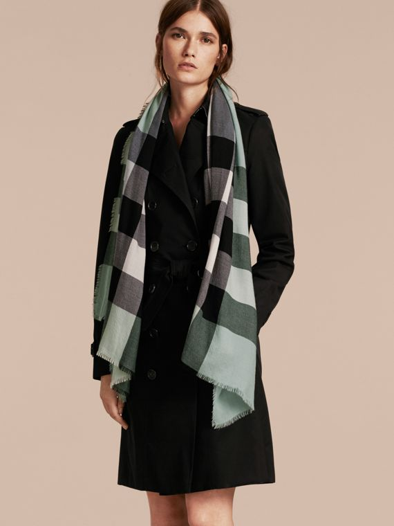 The Lightweight Cashmere Scarf in Check in Dusty Mint - cell image 2
