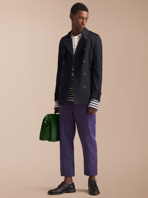 The Chelsea – Short Heritage Trench Coat in Navy - Men | Burberry