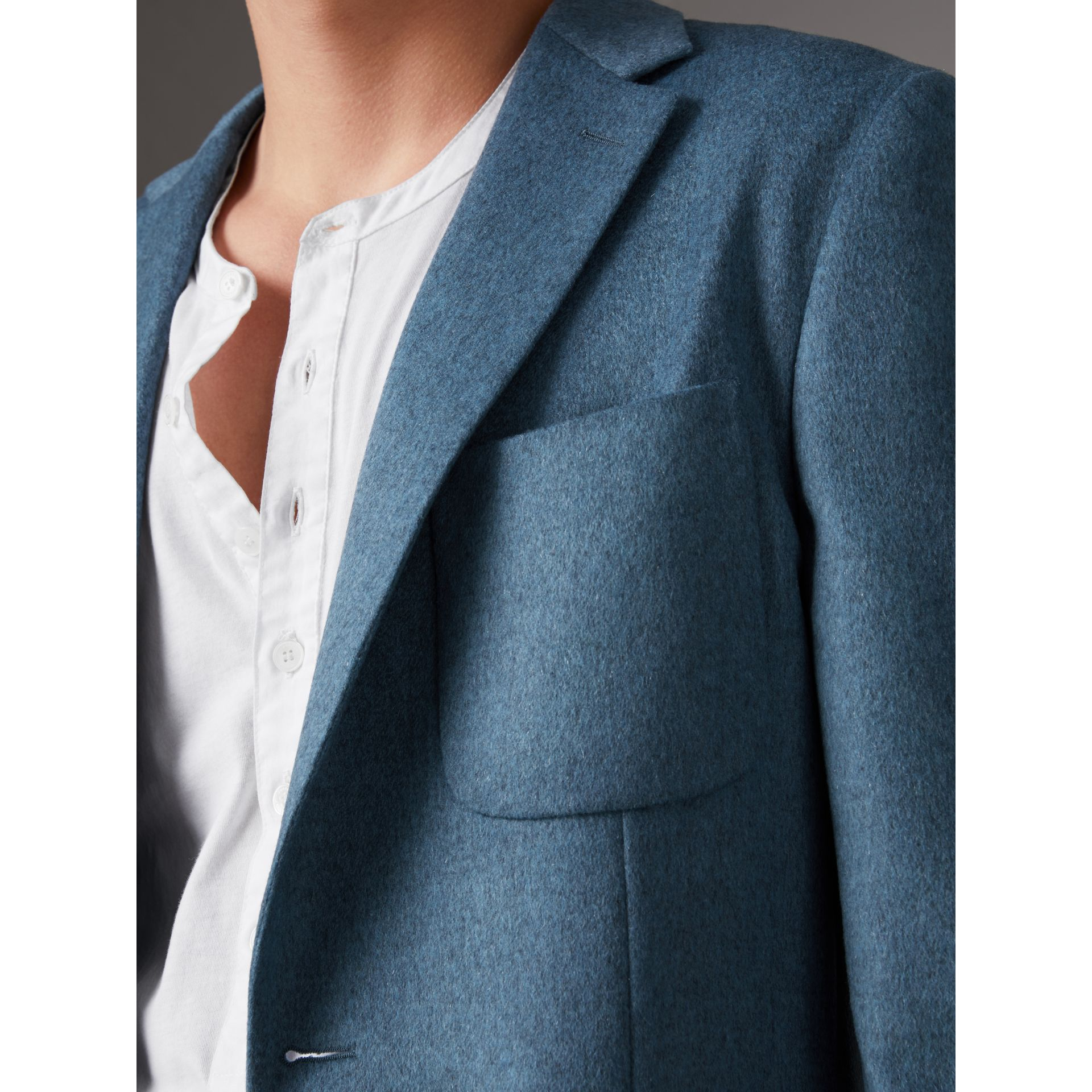 Soho Fit Lightweight Cashmere Tailored Jacket in Slate Blue Melange - Men | Burberry Australia - gallery image 4